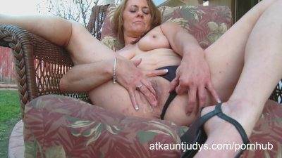 Cristine Ruby fingers her puss
