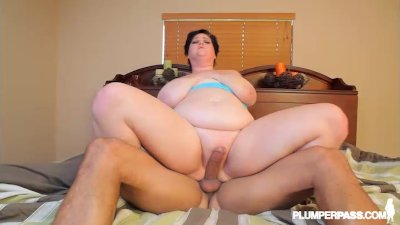 Huge Tit MILF BBW Sucks Ice Cr