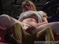 Movie:Wicked   Keira Nicole gets pou...