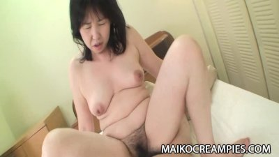 Asian babe gives sloppy blowjob before getting her pussy pounded deep