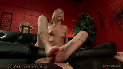 Hot Slut Squirts All Over Her Toes