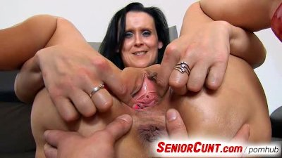 Milf pussy spreading with Nora up clo...