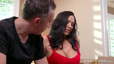 Veronica Rayne relives her cheerleader days - Brazzers