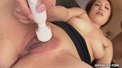 Asian slut Hiromi toy masturba