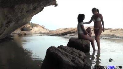 ESTUDIOS CIMA Spanish Lesbians on the beach