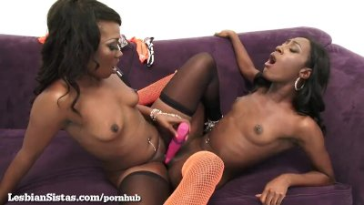 Stunning Black Lesbians Satisfy Each Other in Style!