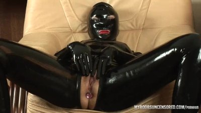 Aqua Pola in Latex pov blowjob