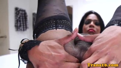 Solo latina tranny spreading her buttcheeks