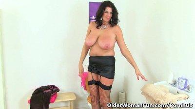 British milf Lulu Lush exposing her big tits and wet pussy