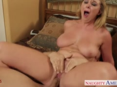 Shameless blonde wife Brooke Wylde fucking