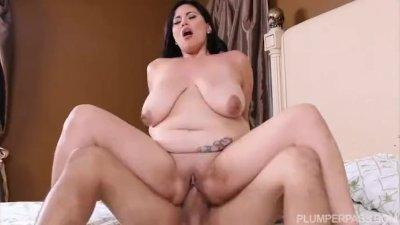Sexy Busty babe Selena Castro Fucks in the Bath
