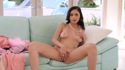 Twistys - Ariana Marie plays with her posh pussy