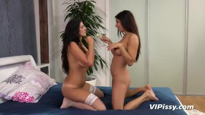 Cynthia Rachel And Girlfriend Play With Pee