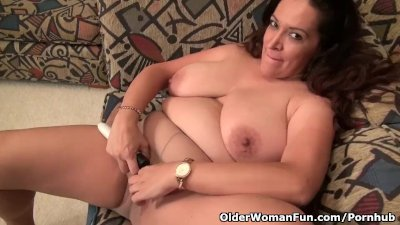 BBW milf Nicolette Parsons gets naughty in nylon