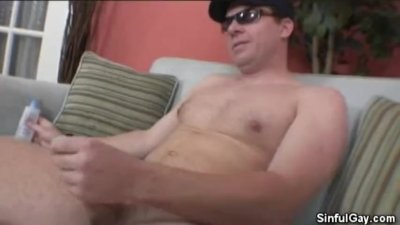 Hombre Strips And Masturbates