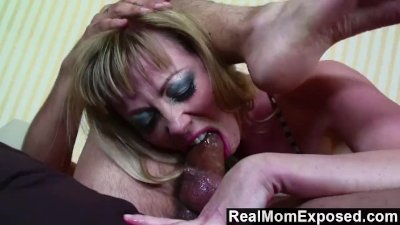 RealMomExposed – Hot tattoo mom gets fucked in the ass