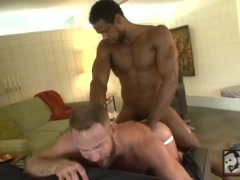 Muscle Stud Shay Michaels Takes Aron Ridge\'s Huge Black Cock