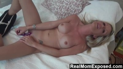 RealMomExposed - Emy open her pussy n mouth for her husband