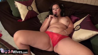 : Curvy Wife from USA in red panties rubbing clit