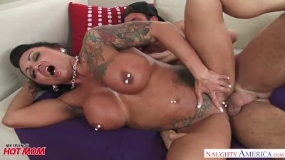 Big tits MILF Ashton Blake fucks her son\'s friend - Naughty America