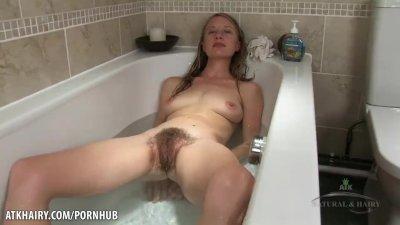 Selena soaks soaks her young h