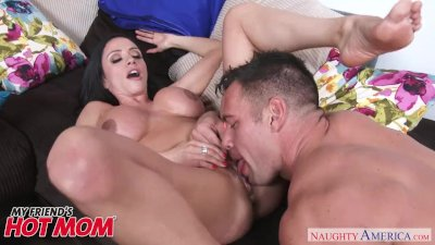Big tits Ariella Ferrera gets seduced by her son\'s friend - Nughty America