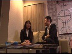 【素人ナンパ企画】女子社員と既婚の上司がラブホテルで二人きりでミッション!会社の人は誰も知らない二人の関係が進展!